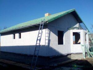 Стены дома обработаны кваргрунтом